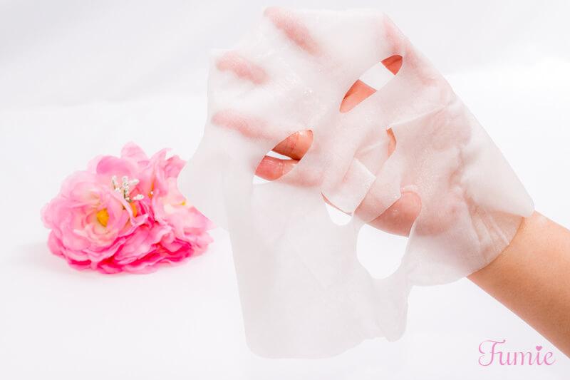 サボリーノ オトナプラス 夜用チャージフルマスク ワンデイHM(つるつる透明感) を手のひらに広げてみた